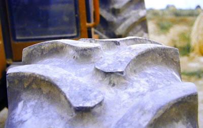 usure pneu tracteur à cause d'une pression trop élevée