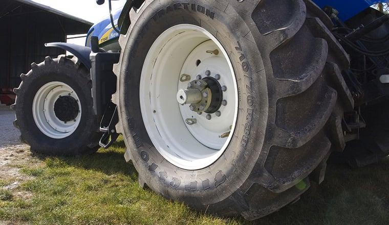 augmenter la taille des pneus de tracteur = plus de performance