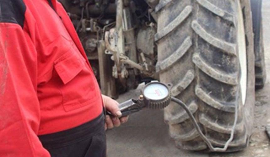 Bon réglage de pression de pneu de tracteur