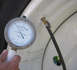 réglage de la pression d'un pneu de tracteur