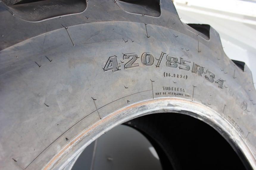Marquage des pneus de tracteur