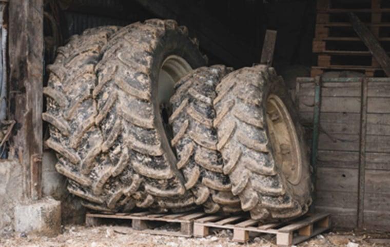 Stockage pneu agricole